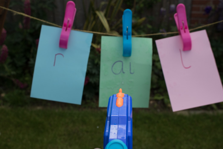 Washing line spelling and reading to support your child in learning to read with Jolly Phonics.
